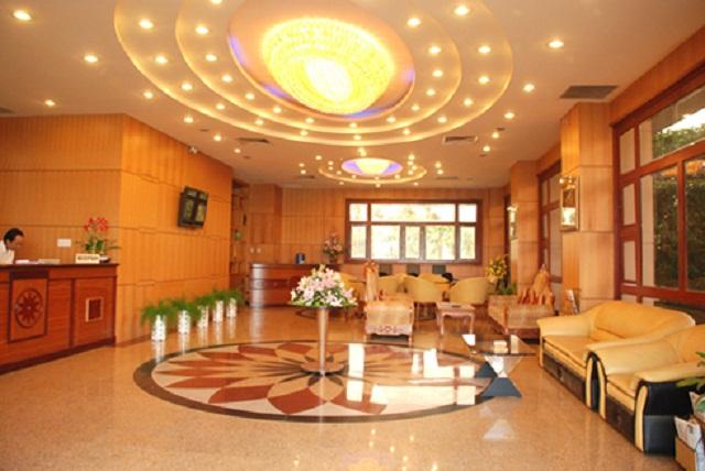 Lễ tân Khách sạn Hoàng yến Quy Nhơn