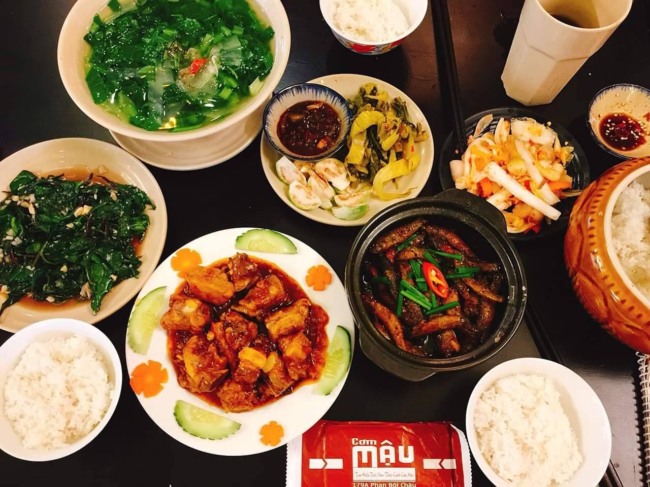 Một bữa ăn gia đình tại Cơm Mậu - Ảnh: Cơm Mậu