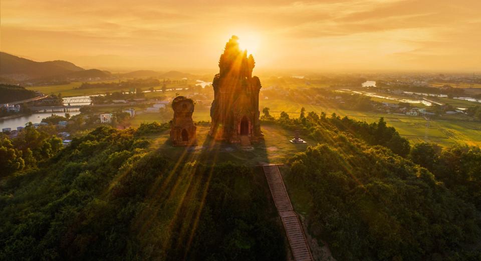 Tháp Bánh Ít là điểm đến văn hóa của du lịch Bình Định.