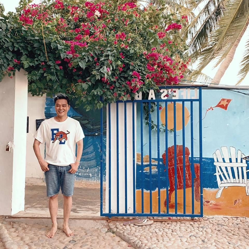 Cổng hoa giấy thơ mộng - Ảnh: Quang Vinh