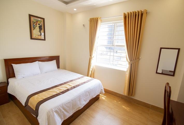 Tỉnh dậy sớm mai ở căn phòng tràn ngập nắng sớm tại khách sạn 2 sát biển - Ảnh: greenhotelquynhon