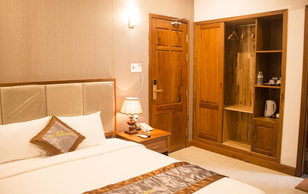 Sau một ngày đi thăm thú khắp nẻo mà được nằm trên chiếc giường êm ái ở một khách sạn 2 sao sát biển như này thì còn gì bằng - Ảnh: agoda