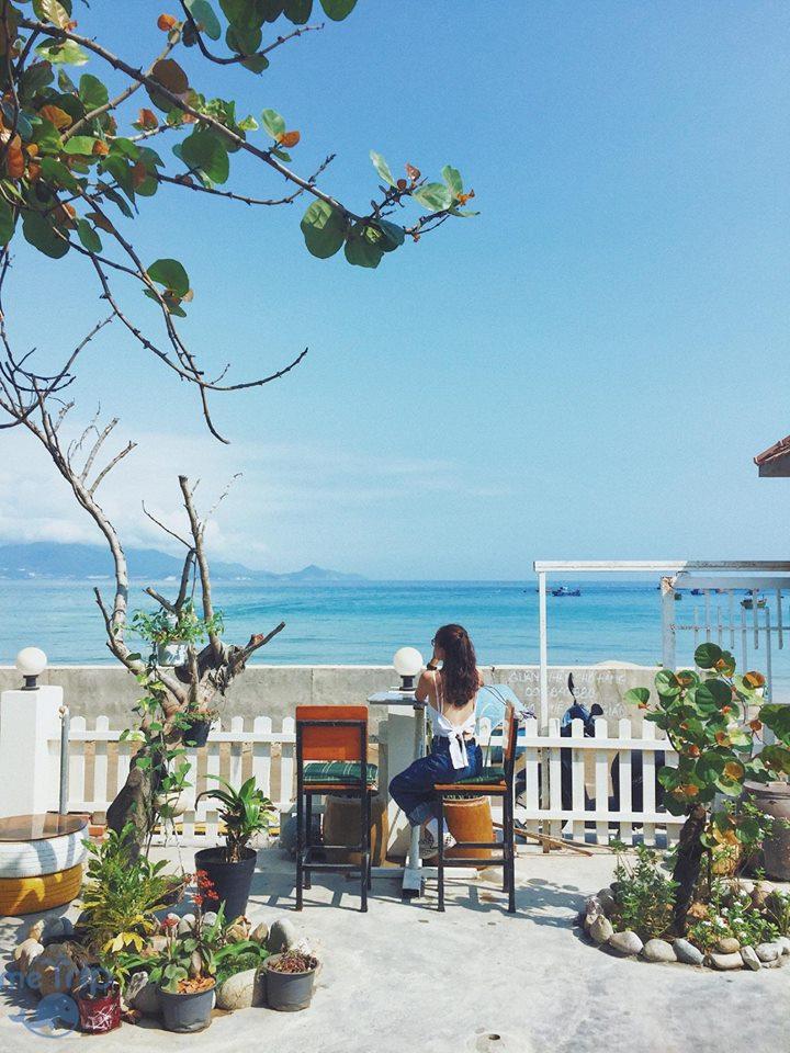 Homestay Nhơn Lý này là điểm đến cực kì lý tưởng cho những du khách thích ở một nơi mở mắt ra đã thấy biển. Ảnh: metrip