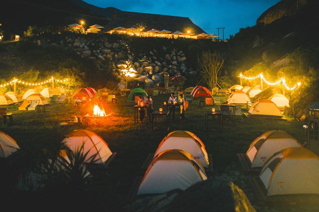 đốt lửa trại tại khu dã ngoại trung lương