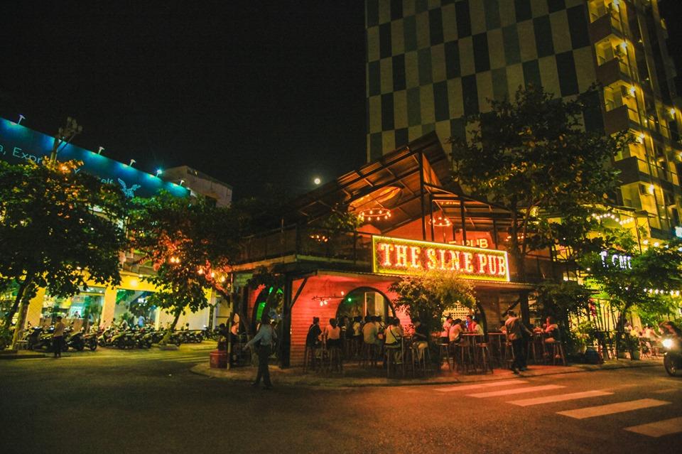 Du lịch Quy Nhơn về đêm không thể bỏ qua các quán pub. Ảnh: The SINE Pub Quy Nhơn