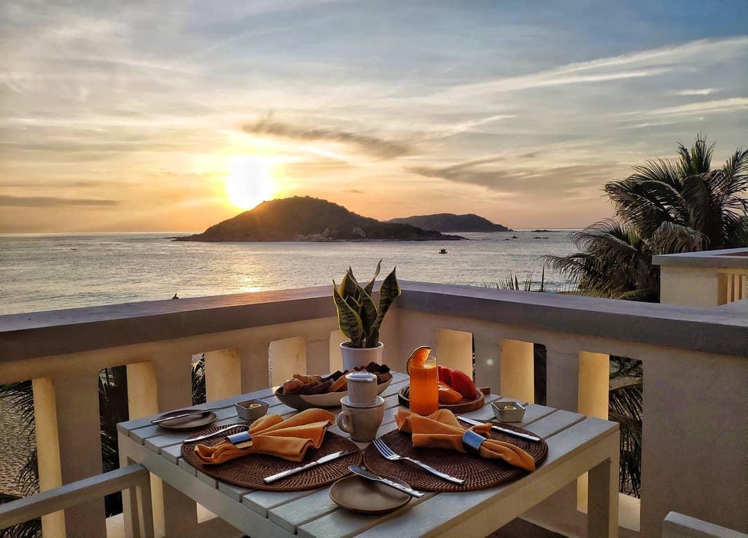 Bữa sáng ngắm bình minh cực lãng mạn. Ảnh: @avaniquynhon
