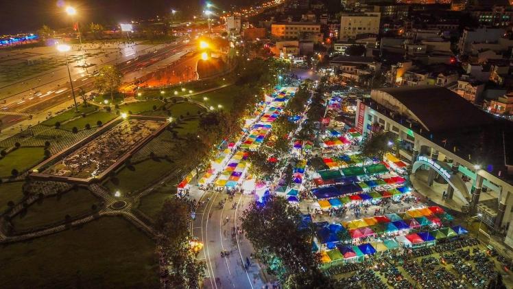 Du lịch Quy Nhơn về đêm phải ghé thăm chợ đêm mới trọn vẹn. Ảnh: Sưu Tầm