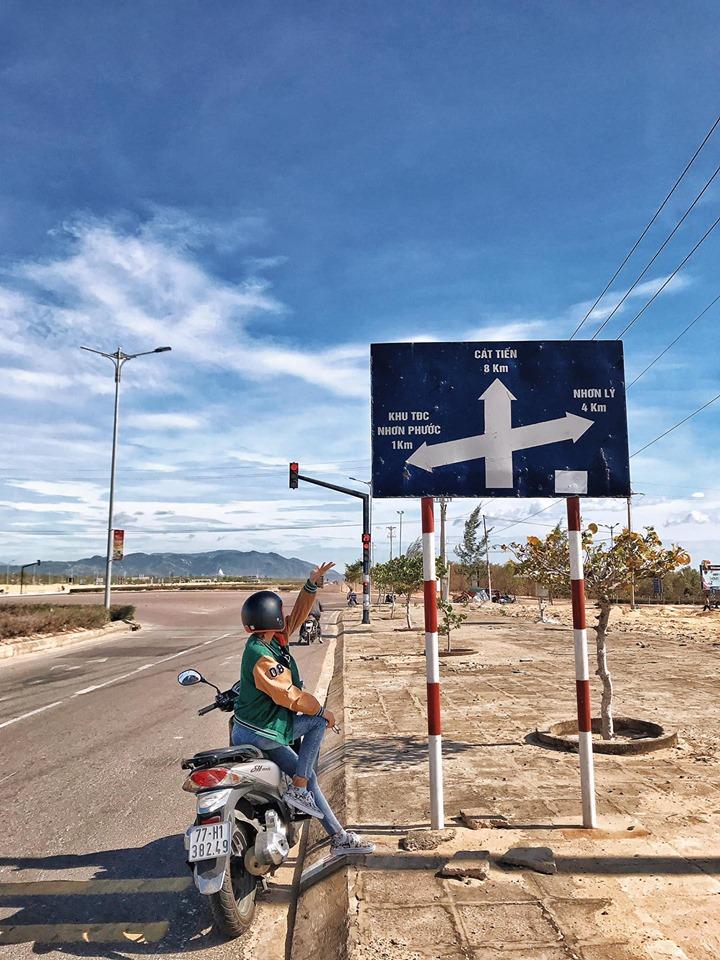 Đến bảng chỉ đường này, các bạn rẽ phải. Ảnh: Trần Thị Thu Hương