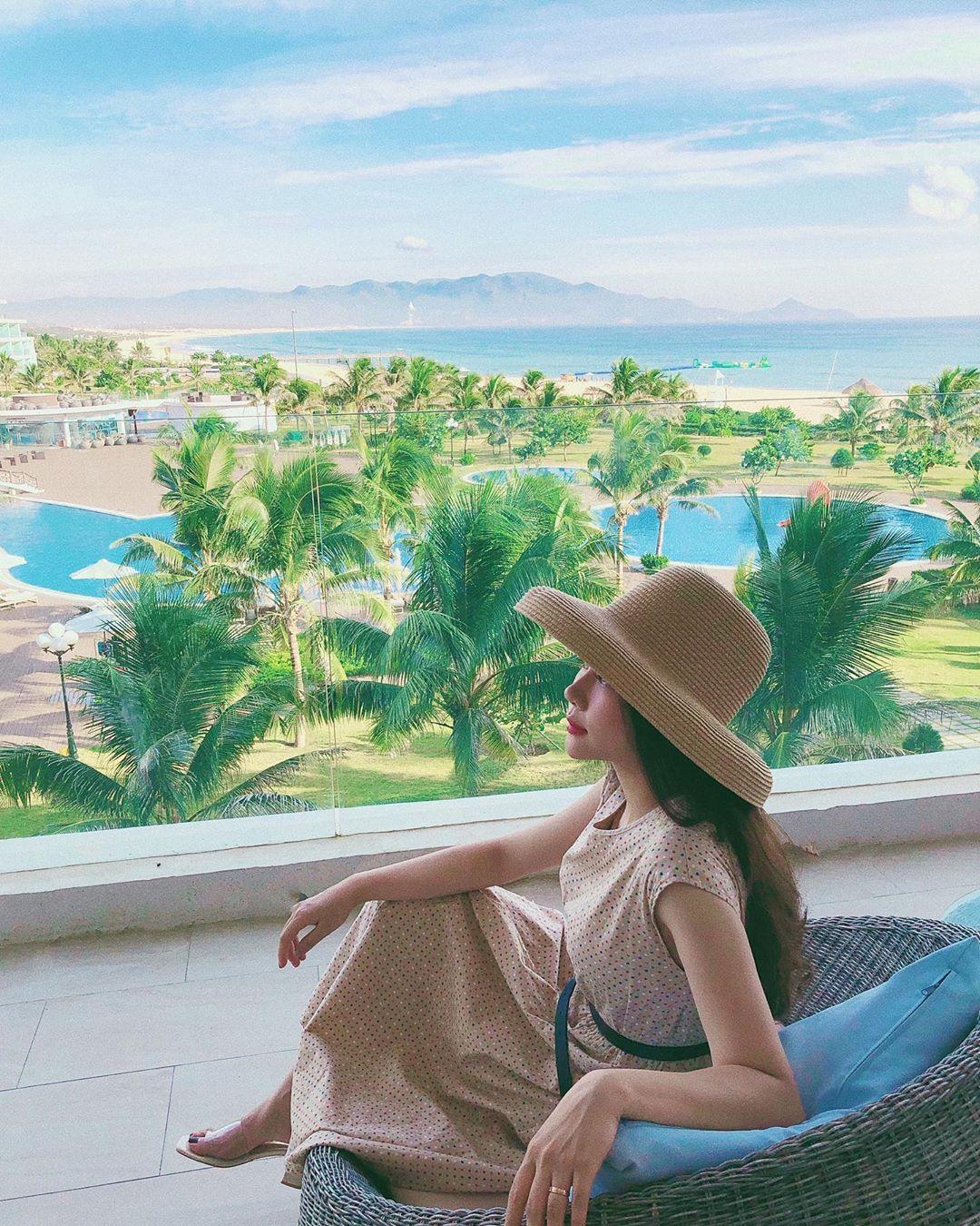 View ôm trọn cả bầu trời, biển xanh, hồ bơi hiện đại tại FLC resort Quy Nhơn. Ảnh: @trangdinhh__