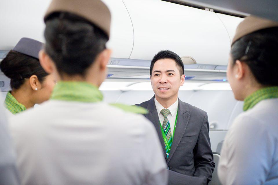 Bạn có thể đặt vé máy bay trực tuyến tại trang chủ Bamboo Airways hoặc thông qua các kênh trung gian. Ảnh: Bamboo Airways