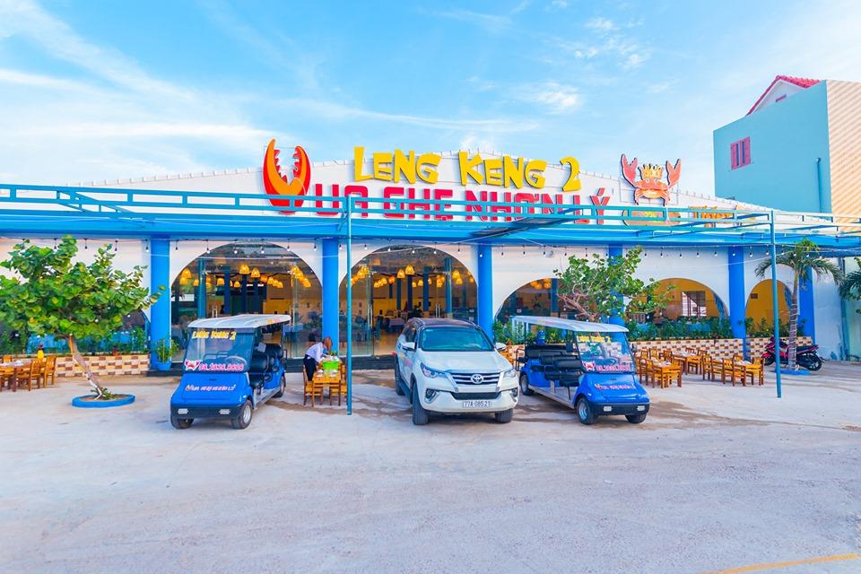 Nhà hàng hải sản Eo Gió to và hoành tráng nhất ở Nhơn Lý. - Ảnh: Leng Keng 2 Vua Ghẹ Nhơn Lý