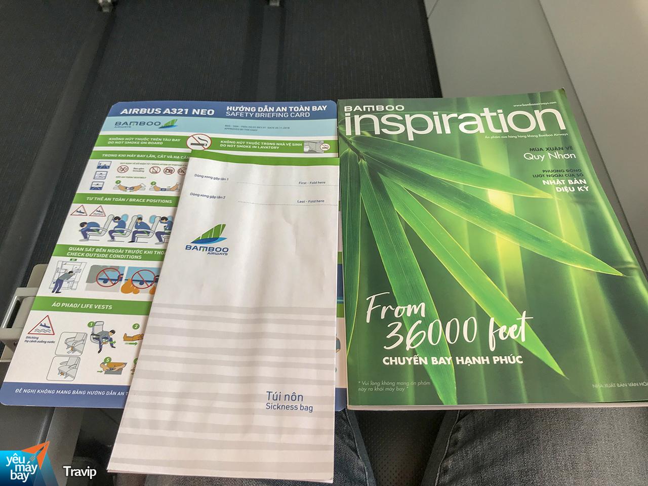 Tại mỗi ghế ngồi cũng có tạp chí Insparation của Bamboo Airways. Ảnh: Travip