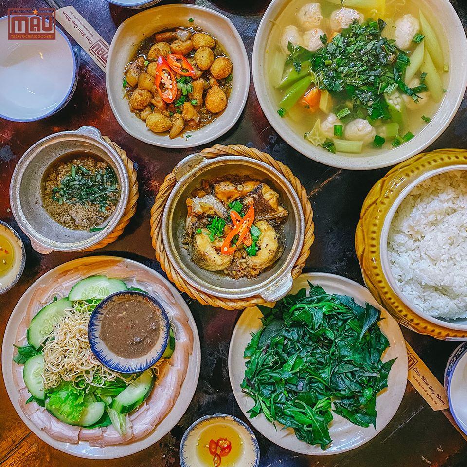 Trải nghiệm một bữa cơm đậm chất xứ Nẫu thì các quán cơm nhà cũng là một lựa chọn vô cùng hay ho đấy. Ảnh: Cơm Mậu