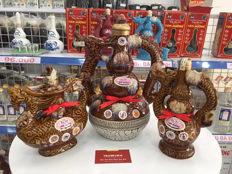 Một số loại đặc sản đặc trưng bên Thanh Liêm được khách hàng ưa thích và đánh giá cao như dầu dừa tinh khiết, bánh hồng Tam Quan, rượu Bầu Đá đậu xanh,… Ảnh: Đặc sản Thanh Liêm