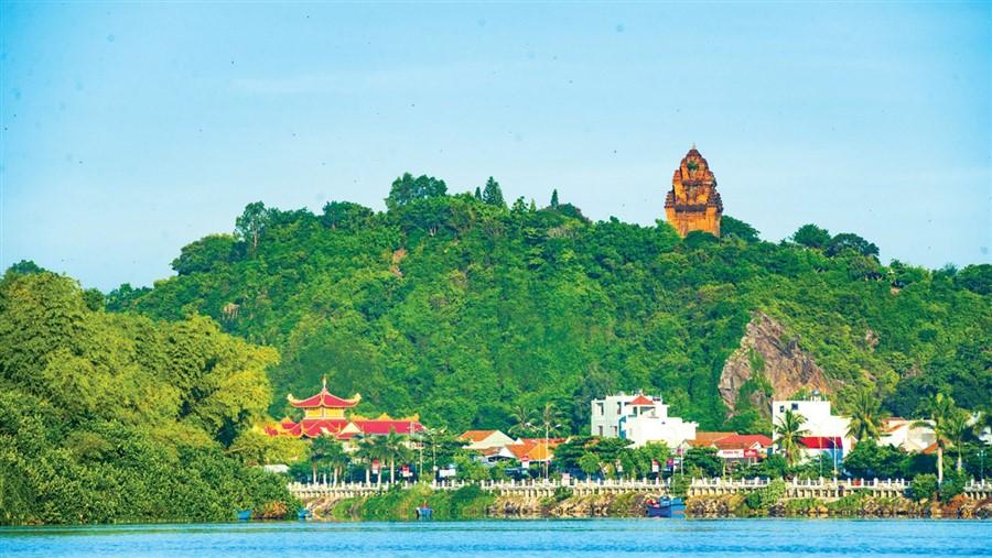 Tháp Nhạn - Tuy Hòa - City tour Tuy Hòa 1 ngày