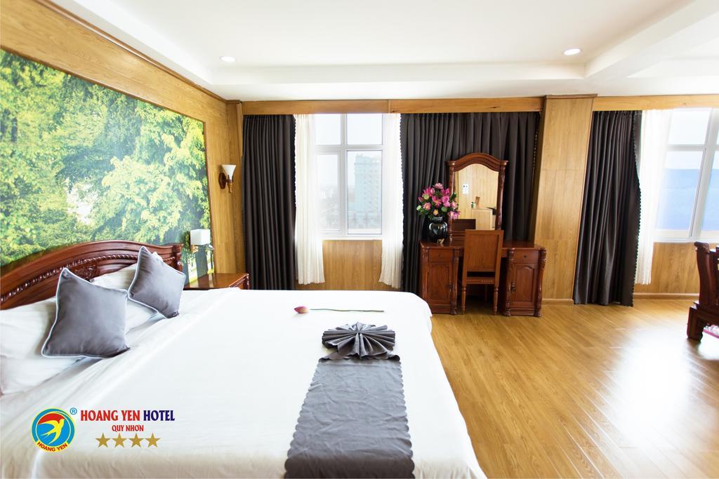 Các phòng đều được thiết kế cửa kính để có thể hưởng trọn view biển dù là ban ngày hay ban đêm - Ảnh: Hoàng Yến Hotel