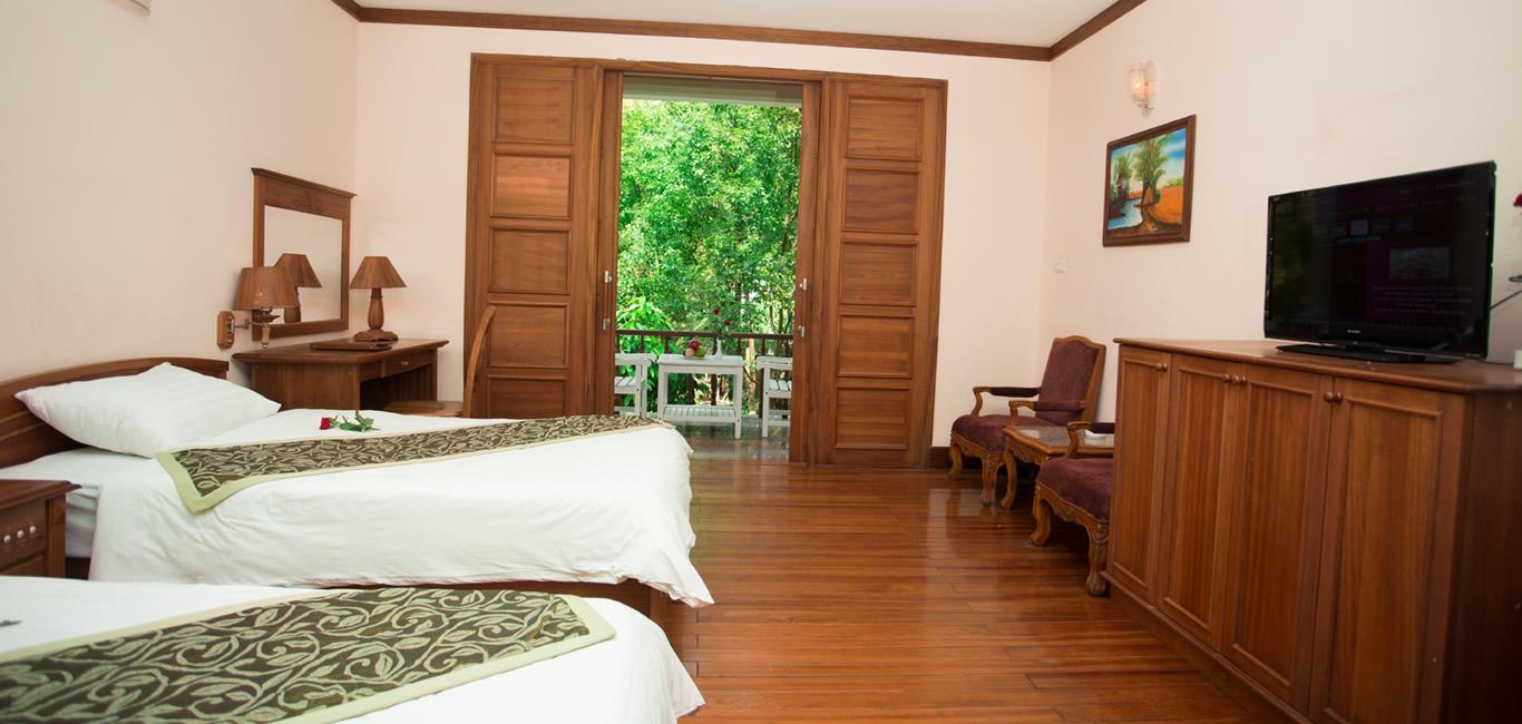 Khách sạn Quy Nhơn 4 sao này nằm trong một khuôn viên bao quanh là khu vườn nhiệt đới - Ảnh: Royal Hotel