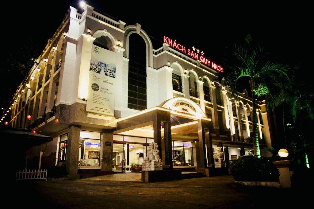 Khách sạn Quy Nhơn 3 sao mang tên thành phố biển nằm trên đường Nguyễn Huệ - Ảnh: Sưu Tầm