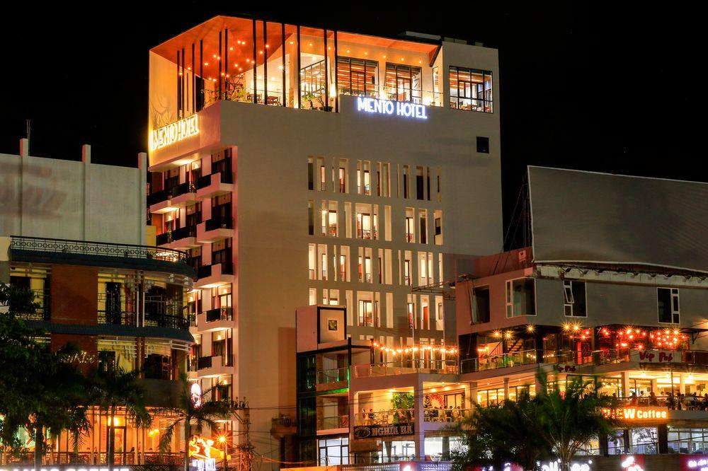 Khách sạn Mento lung linh khi về đêm - Ảnh: Mento Hotel
