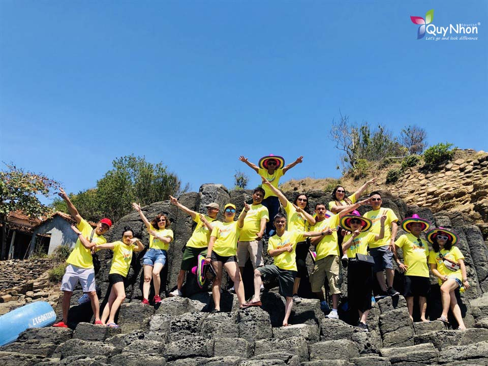 tour gành đá dĩa khởi hành từ Tuy Hòa