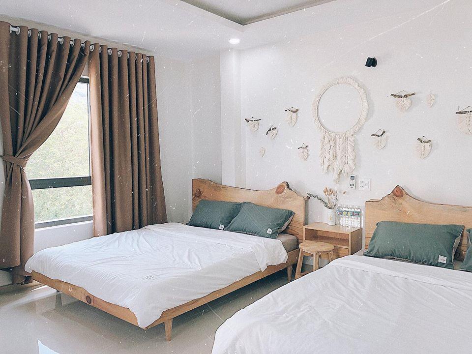 Căn phòng với lối trang trí bohemian xinh xắn - Ảnh: À Ơi Home