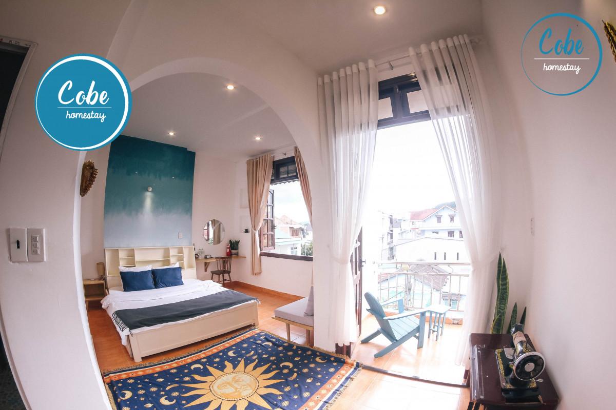 Căn phòng với view ngập tràn ánh nắng - Ảnh: Cobe Homestay Quy Nhơn