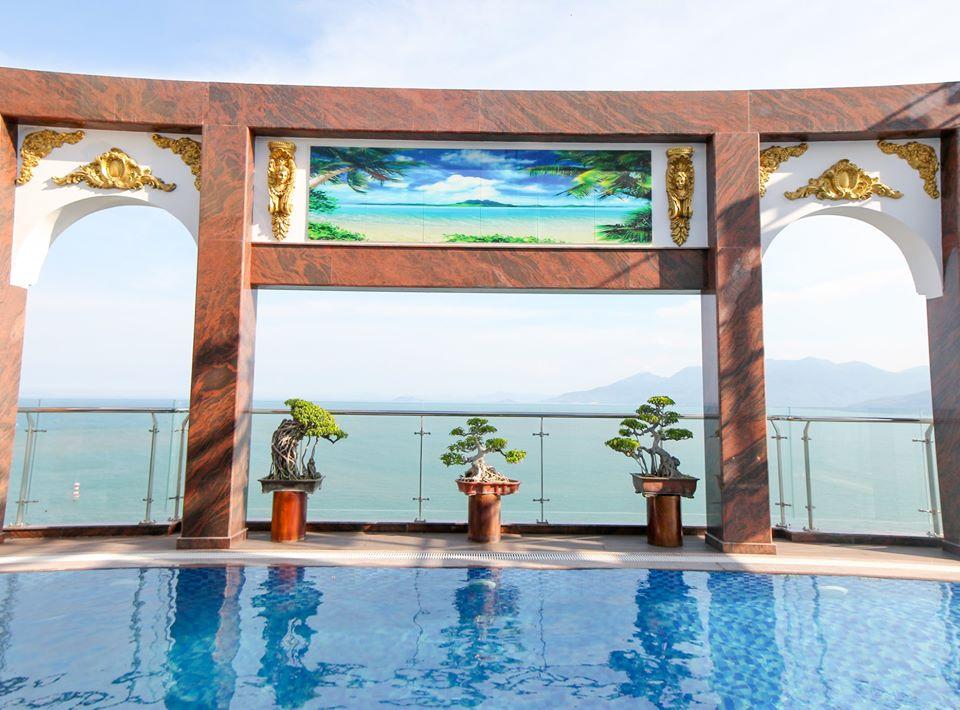 Có thể ngắm nhìn trọn vẹn cảnh biển và bầu trời xinh đẹp của thành phố ở bất kì thời điểm nào trong ngày - Ảnh: Viet Nam Taste Hotel