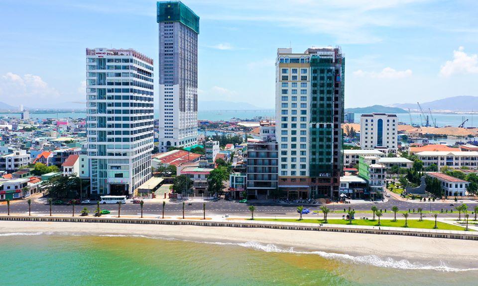 Nằm ngay trên cung đường sát biển Xuân Diệu và trung tâm thành phố biển - Ảnh: Viet Nam Taste Hotel