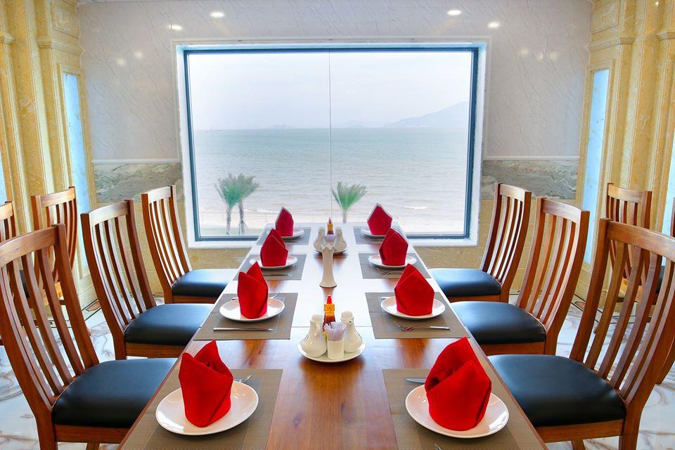 View hướng biển tạo cảm giác thư giãn khi thưởng thức ẩm thực - Ảnh: Viet Nam Taste Hotel