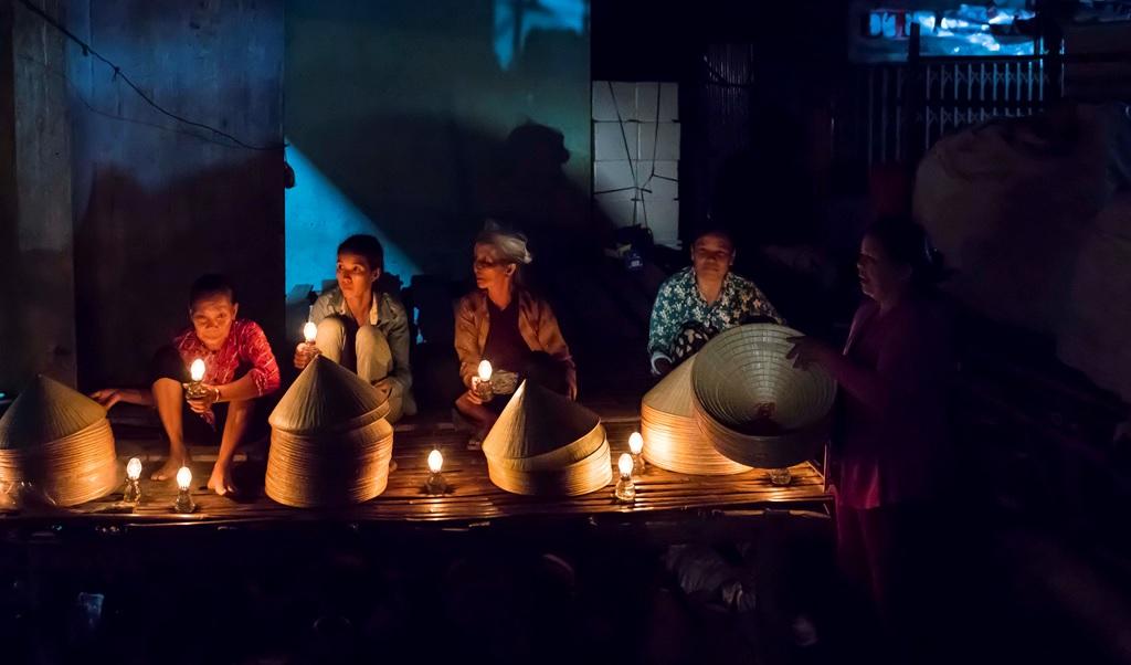 Chợ đêm nón lá Gò Găng