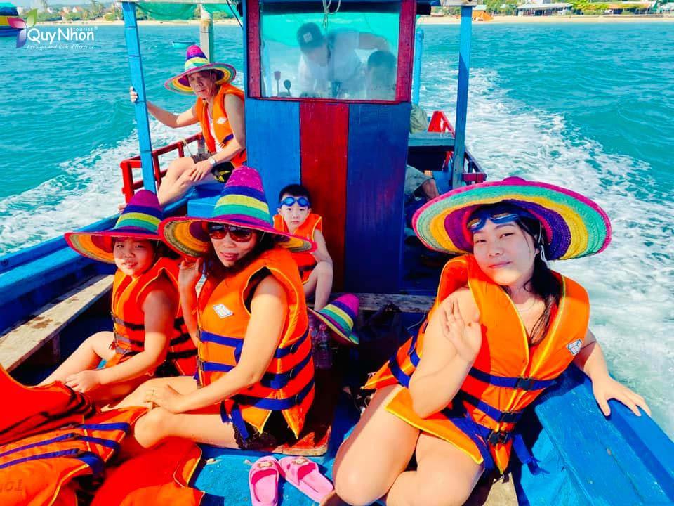 tàu gỗ ra đảo hòn chùa Phú Yên